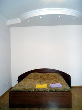 2-комнатная квартира посуточно в Одессе. Приморский район, пр-т Гагарина, 10. Фото 1