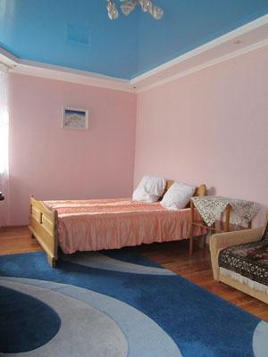 1-комнатная квартира посуточно в Трускавце. ул. Владимира Ивасюка, 7а. Фото 1