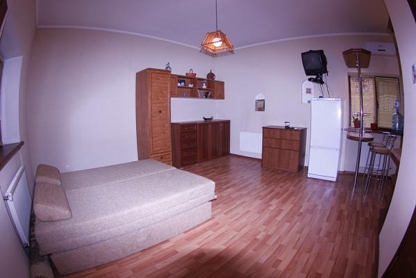 Дом  посуточно в Кривом Роге. Центрально-Городской район, ул. Украинская, 93. Фото 1