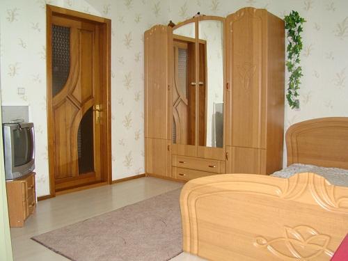 Комната  посуточно в Каролино-Бугазе. ул. Вокзальная, 17. Фото 1