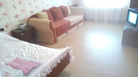 1-комнатная квартира посуточно в Шостке. б-р Садовый, 9. Фото 1