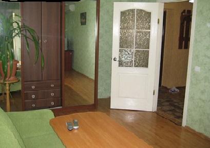 1-комнатная квартира посуточно в Артемовске. ул. Победы, 1. Фото 1