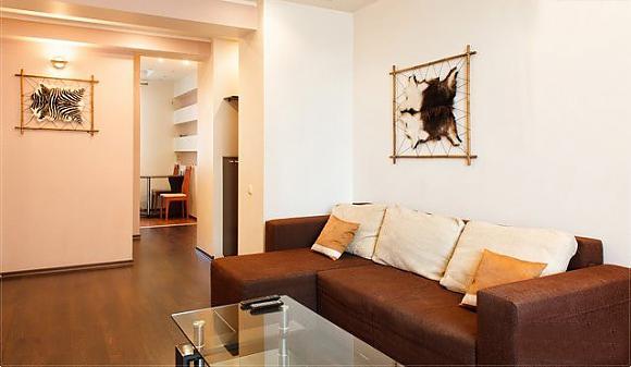 2-комнатная квартира посуточно в Днепропетровске. Бабушкинский район, ул. Европейская (Миронова), 2. Фото 1