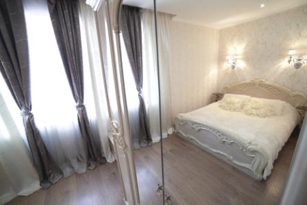 3-комнатная квартира посуточно в Ильичёвске. ул. 1-го Мая, 1Г. Фото 1
