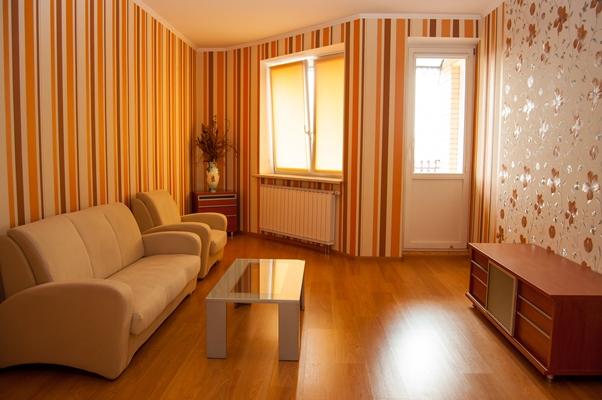 3-комнатная квартира посуточно в Киеве. Оболонский район, пр-т Героев Сталинграда, 6. Фото 1