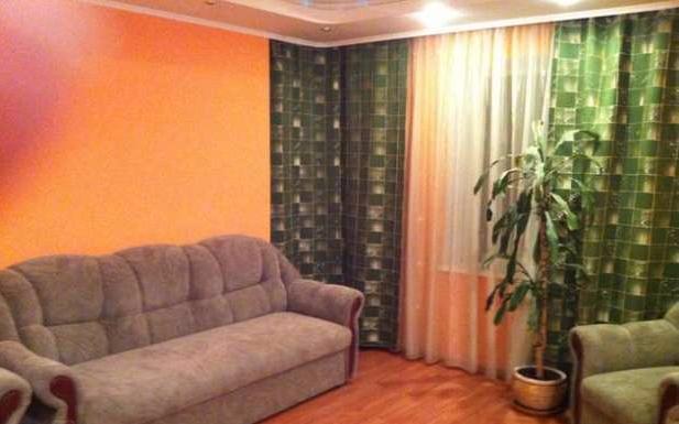 2-комнатная квартира посуточно в Северодонецке. ул. Курчатова, 11. Фото 1