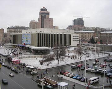 Метро_Дворец_Украина.jpg