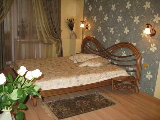 1-комнатная квартира посуточно в Никополе. Никополь, усова ,, 20. Фото 1