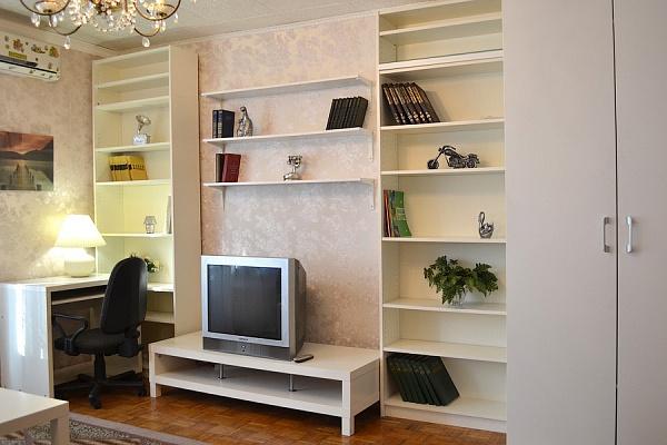 2-комнатная квартира посуточно в Черкассах. ул. Смелянская, 200. Фото 1