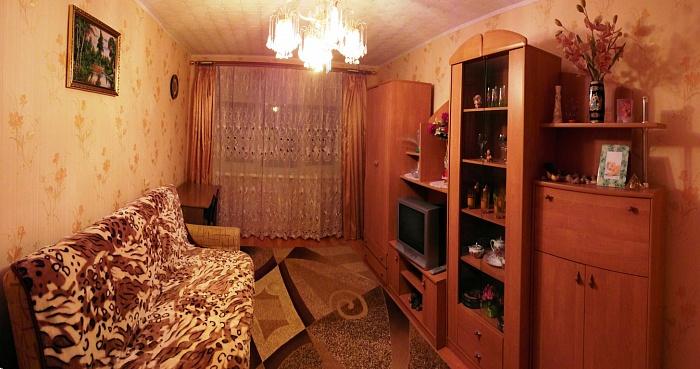 2-комнатная квартира посуточно в Ильичёвске. ул. Парковая, 8а. Фото 1