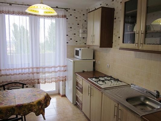 2-комнатная квартира посуточно в Феодосии. ул. Симферопольское шоссе , 41б. Фото 1