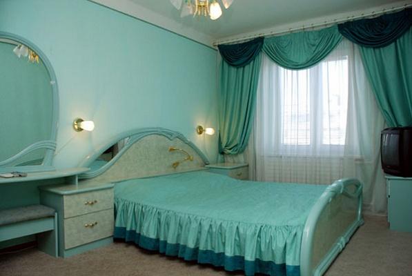 2-комнатная квартира посуточно в Киеве. Днепровский район, ул. Энтузиастов, 43. Фото 1