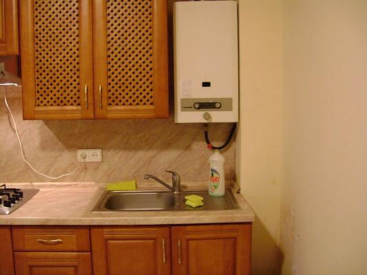 2-комнатная квартира посуточно в Киеве. Святошинский район, ул. Школьная, 27А. Фото 1