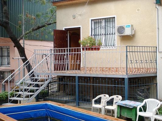 1-комнатная квартира посуточно в Ялте. ул. Севастопольская, 11. Фото 1