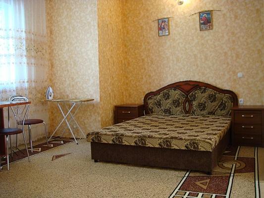 1-комнатная квартира посуточно в Ялте. Центр Ялты район, ул. Севастопольская, 11. Фото 1