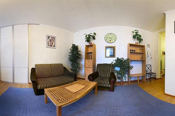 2-комнатная квартира посуточно в Харькове. Киевский район, ул. Чернышевская, 25. Фото 1