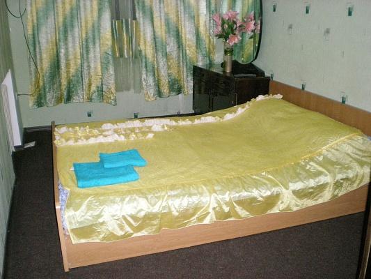 2-комнатная квартира посуточно в Запорожье. Коммунарский район, ул. Леженко, 1. Фото 1