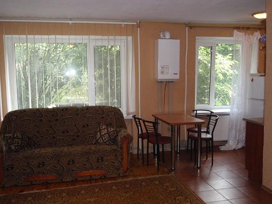 2-комнатная квартира посуточно в Бердянске. ул. Дюмина, 98. Фото 1