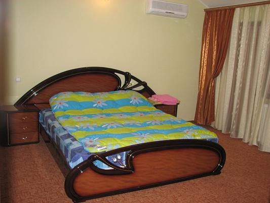 2-комнатная квартира посуточно в Житомире. ул. Лермонтовская, 16. Фото 1