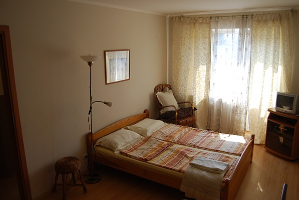 1-комнатная квартира посуточно в Ровно. ул. Степана Бандеры, 45. Фото 1