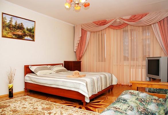 4-комнатная квартира посуточно в Киеве. Днепровский район, ул. Ивана Дубового, 37. Фото 1