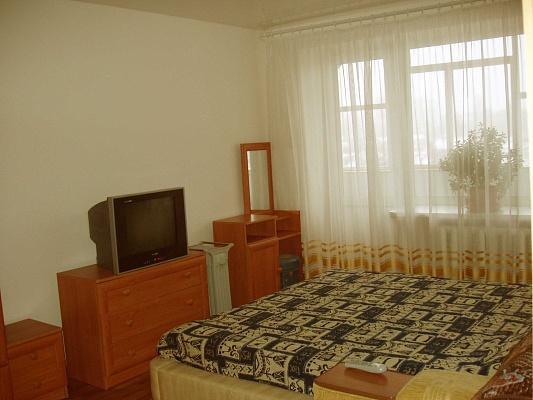 1-комнатная квартира посуточно в Житомире. ул. Победы, 1. Фото 1