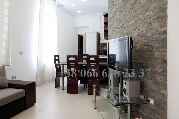 3-комнатная квартира посуточно в Львове. Галицкий район, ул. Госпитальная, 7. Фото 1