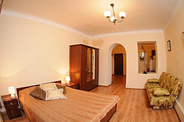 1-комнатная квартира посуточно в Львове. Галицкий район, пл. Рынок, 16. Фото 1