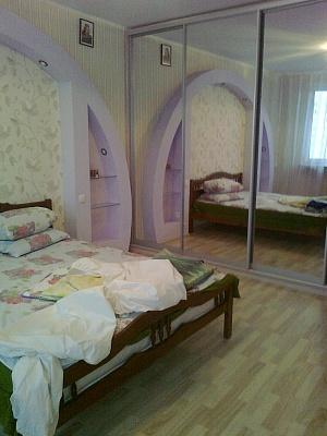3-комнатная квартира посуточно в Киеве. Дарницкий район, гришко, 9. Фото 1