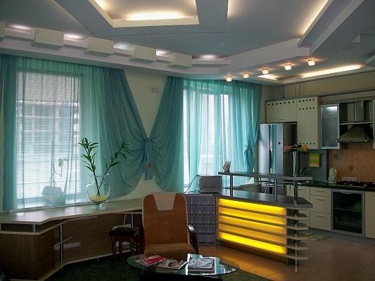 1-комнатная квартира посуточно в Харькове. Дзержинский район, ул. О. Яроша, 27. Фото 1