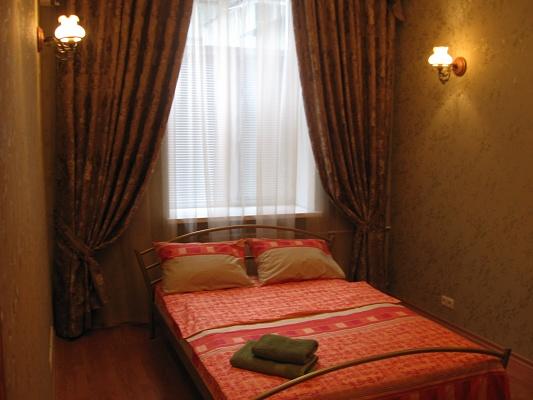 2-комнатная квартира посуточно в Киеве. Печерский район, ул. Красноармейская, 41. Фото 1
