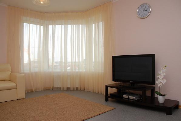 2-комнатная квартира посуточно в Киеве. Дарницкий район, Днепровская наб, 26. Фото 1