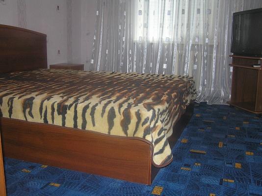 2-комнатная квартира посуточно в Кривом Роге. Саксаганский район, мкрн Горняцкий, 9. Фото 1