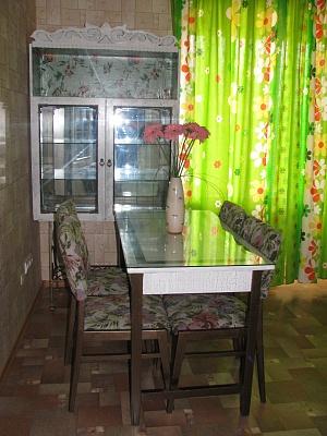 1-комнатная квартира посуточно в Чернигове. Деснянский район, ул. Шевченко, 32. Фото 1