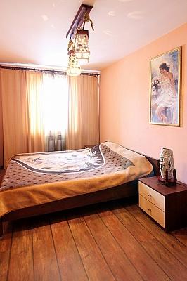 2-комнатная квартира посуточно в Киеве. Подольский район, ул. Игоревская, 16. Фото 1