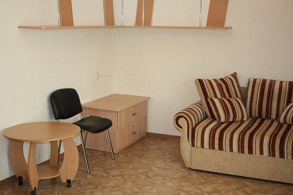1-комнатная квартира посуточно в Севастополе. Гагаринский район, ул. Октябрьской революции, 32. Фото 1