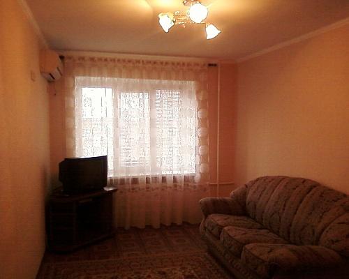 1-комнатная квартира посуточно в Бердянске. пр-т Труда, 18. Фото 1