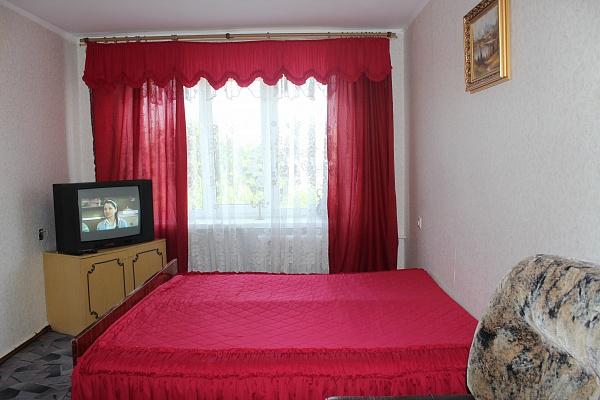 2-комнатная квартира посуточно в Ровно. ул. Черняка, 4а. Фото 1