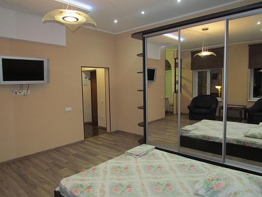 2-комнатная квартира посуточно в Житомире. ул. Михайловская, 10. Фото 1