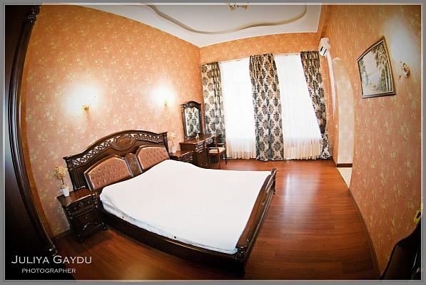 2-комнатная квартира посуточно в Одессе. Приморский район, Одесса, Одесса, дерибасовская,, 14, 14. Фото 1