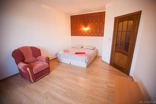 1-комнатная квартира посуточно в Ивано-Франковске. ул. Железнодорожная, 49. Фото 1