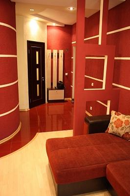 2-комнатная квартира посуточно в Кривом Роге. Дзержинский район, ул. Костенко. Фото 1