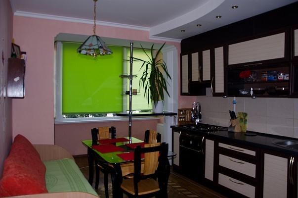 3-комнатная квартира посуточно в Ильичёвске. Пригород район, ул. Парковая, 48. Фото 1