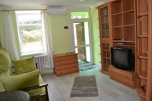 1-комнатная квартира посуточно в Херсоне. Суворовский район, ул. Суворова, 30. Фото 1