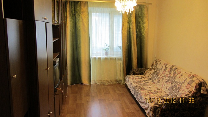 3-комнатная квартира посуточно в Днепропетровске. Кировский район, ул. Ю. Савченко, 97. Фото 1