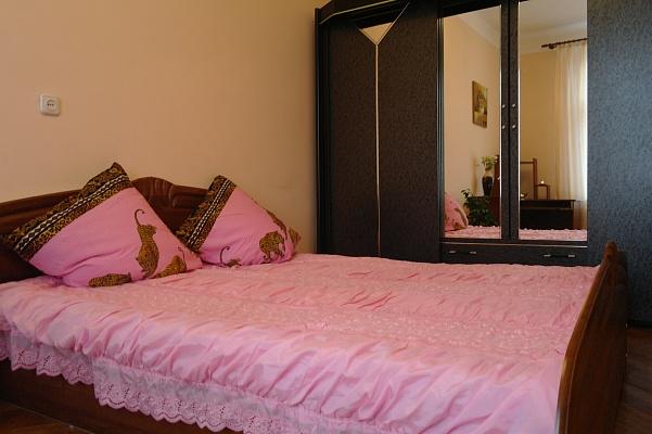 2-комнатная квартира посуточно в Львове. Лычаковский район, ул. Тарнавского, 23. Фото 1