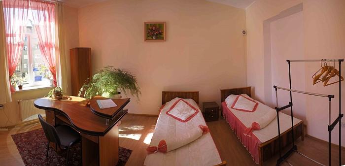 2-комнатная квартира посуточно в Ивано-Франковске. ул. Бельведерская, 17. Фото 1
