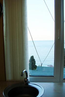 2-комнатная квартира посуточно в Ялте. ул. Матросская, 10. Фото 1
