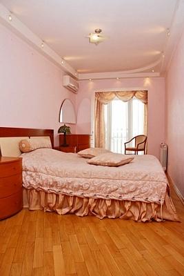 3-комнатная квартира посуточно в Киеве. Днепровский район, ул. Березняковская, 38. Фото 1