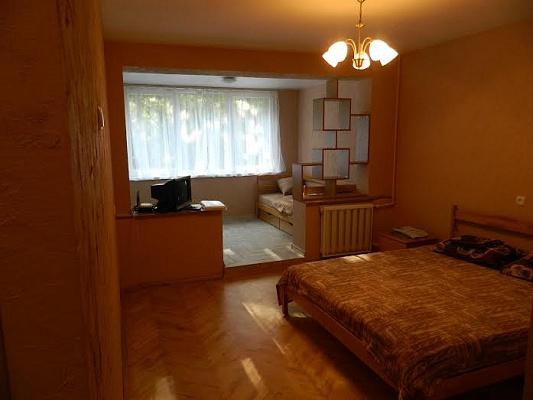 2-комнатная квартира посуточно в Львове. Франковский район, ул. Владимира Великого, 1. Фото 1
